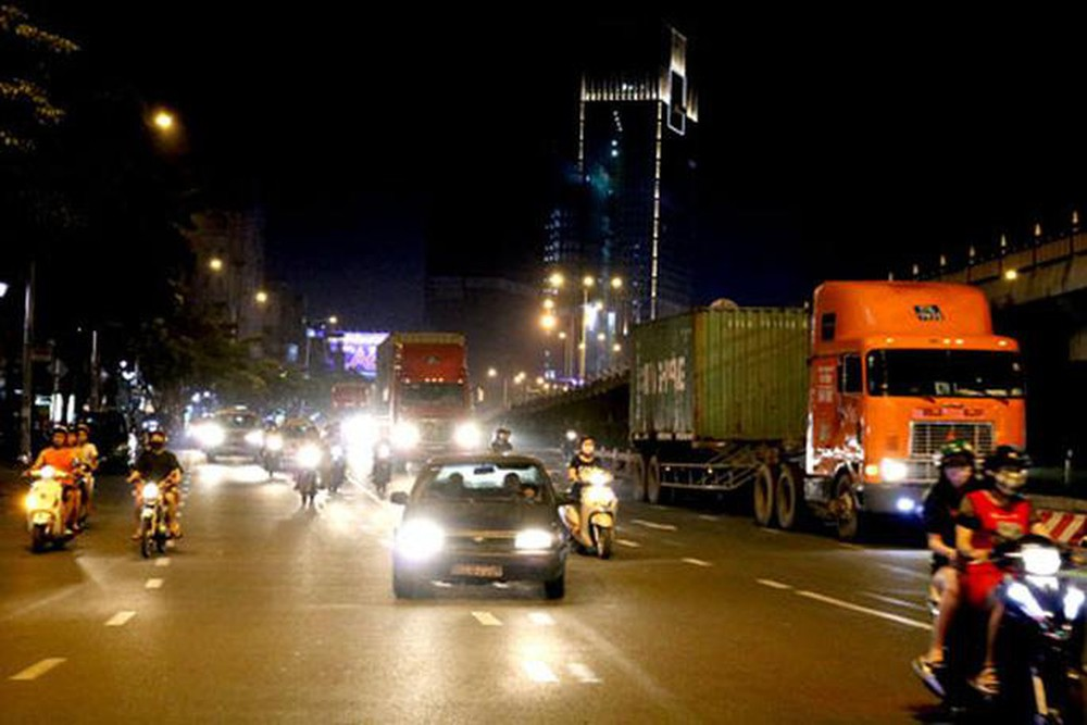 Xe tải chạy giờ cấm, phố cấm giải pháp cho giao thông