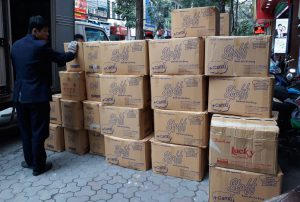 Đóng gói đồ đạc vào các thùng carton