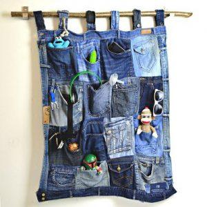 may đồ cũ thành túi treo tường tiện dụng
